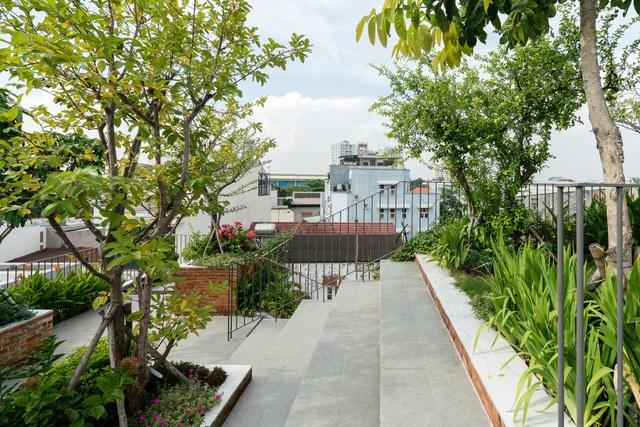 """Làm công viên trên sân thượng, gia đình Sài Gòn có góc """"sống ảo"""" tuyệt đẹp - 9"""