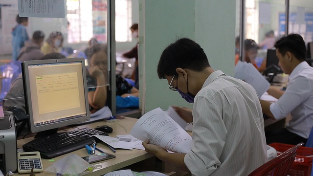 TPHCM: Hơn 94.000 người làm hồ sơ trợ cấp thất nghiệp - 6