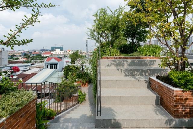 """Làm công viên trên sân thượng, gia đình Sài Gòn có góc """"sống ảo"""" tuyệt đẹp - 10"""