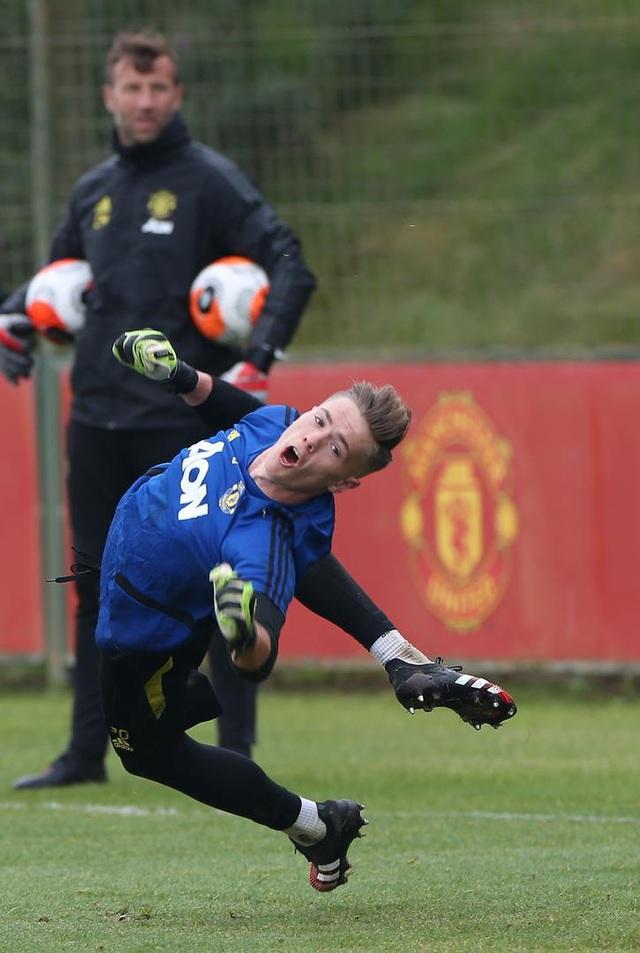 Man Utd luyện công chuẩn bị làm khách trước Aston Villa - 14