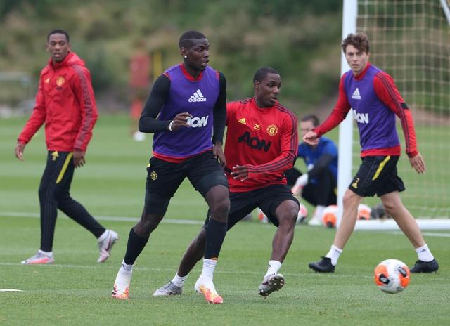 Man Utd luyện công chuẩn bị làm khách trước Aston Villa - 17