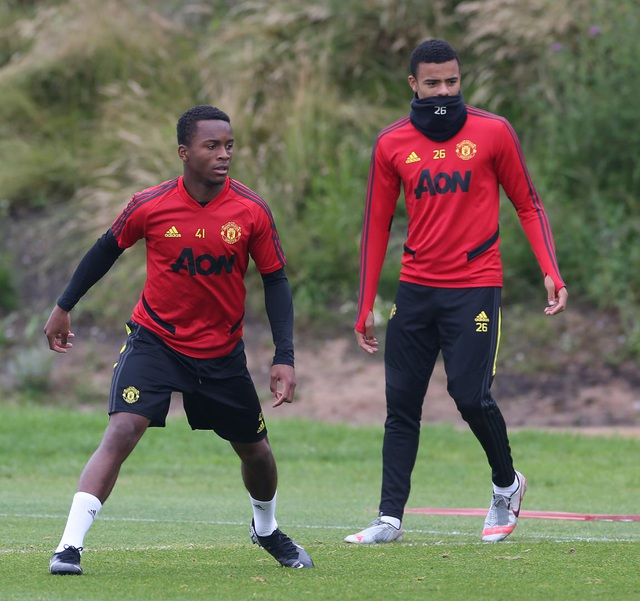 Man Utd luyện công chuẩn bị làm khách trước Aston Villa - 10