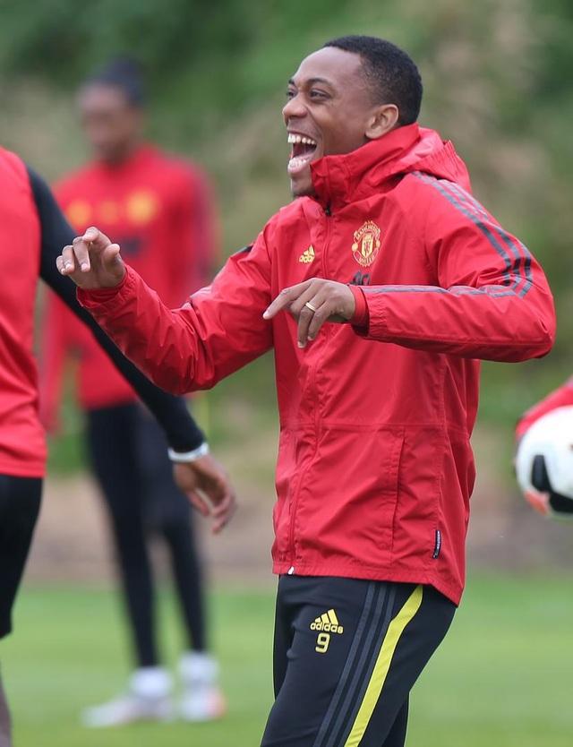 Man Utd luyện công chuẩn bị làm khách trước Aston Villa - 5
