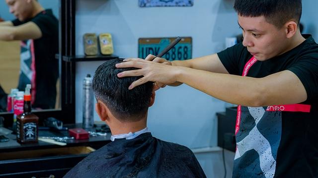 Nhóm bạn trẻ tình nguyện cắt tóc miễn phí cho người nghèo ở Đà Nẵng - 2
