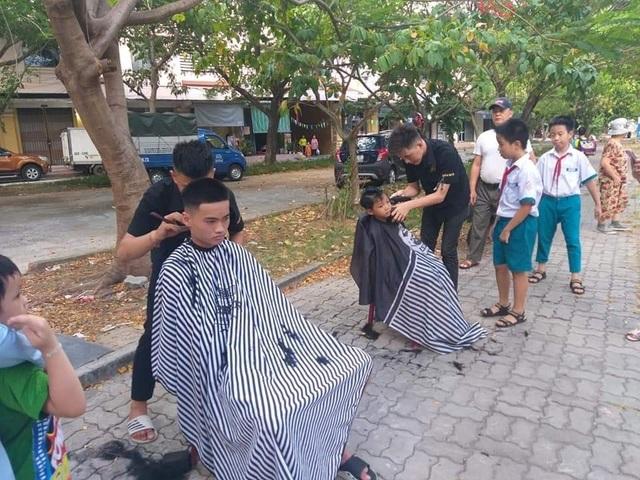 Nhóm bạn trẻ tình nguyện cắt tóc miễn phí cho người nghèo ở Đà Nẵng - 3