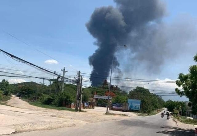 Cháy khu vực kho xăng dầu sân bay quân sự Thành Sơn - 1