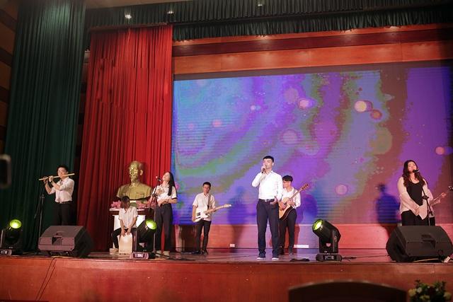 Vũ đạo quyến rũ của sinh viên Luật trong đêm nhạc chia tay khóa cuối - 11