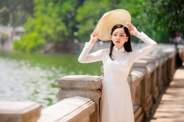 9X trường nghệ thuật khoe nét duyên dáng trong tà áo dài trắng - 1