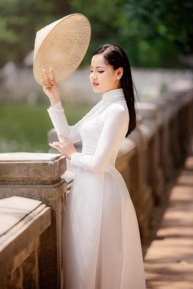 9X trường nghệ thuật khoe nét duyên dáng trong tà áo dài trắng - 2
