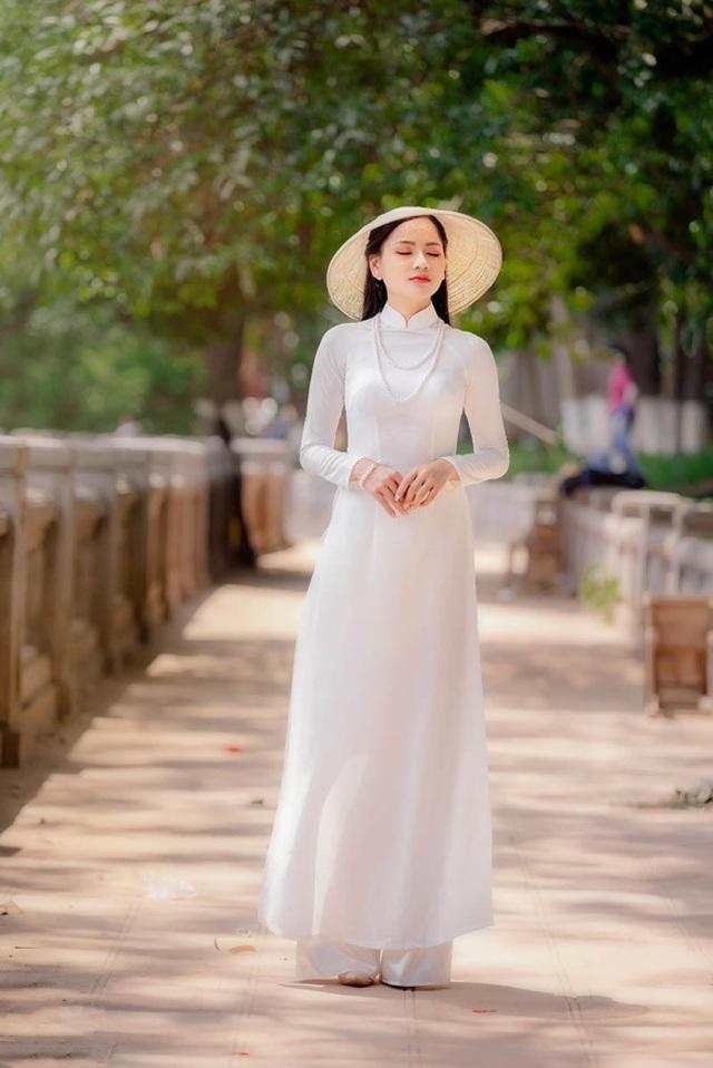 9X trường nghệ thuật khoe nét duyên dáng trong tà áo dài trắng - 4