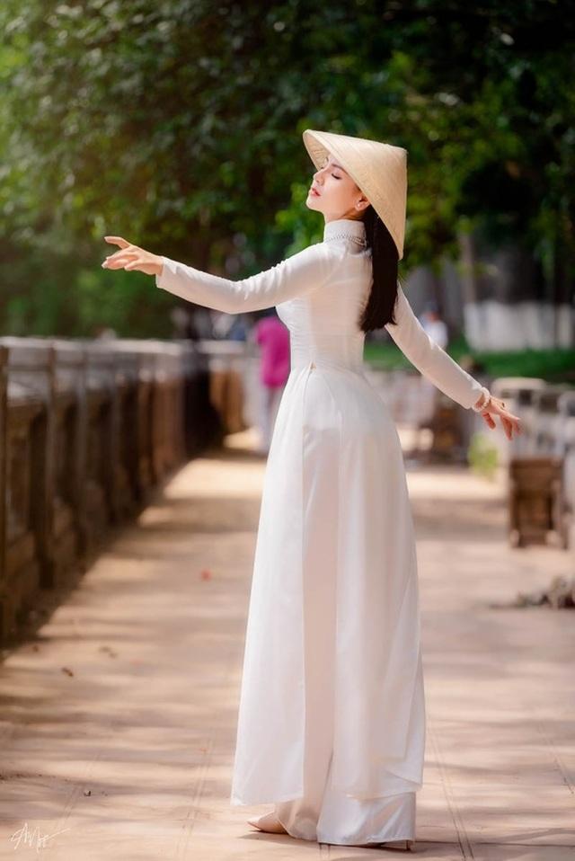 9X trường nghệ thuật khoe nét duyên dáng trong tà áo dài trắng - 5