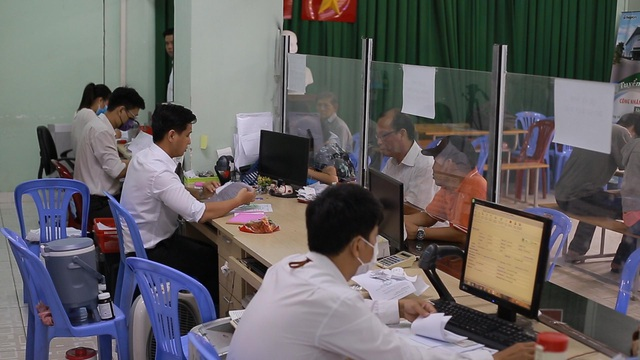 TPHCM: Hơn 94.000 người làm hồ sơ trợ cấp thất nghiệp - 5