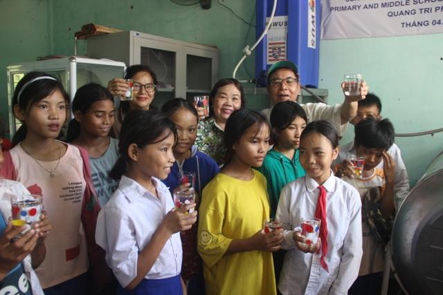 Quảng Trị: Tặng thiết bị lọc nước cho trường học vùng miền núi, biên giới - 2