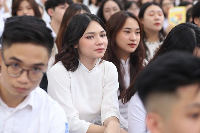 Trai xinh gái đẹp hội tụ tại buổi bế giảng THPT Phan Đình Phùng - 2