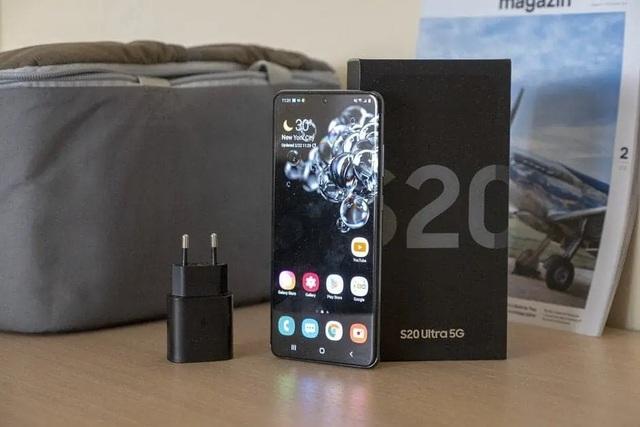 Tiếp bước Apple, Samsung sẽ không kèm theo cục sạc khi bán smartphone - 1