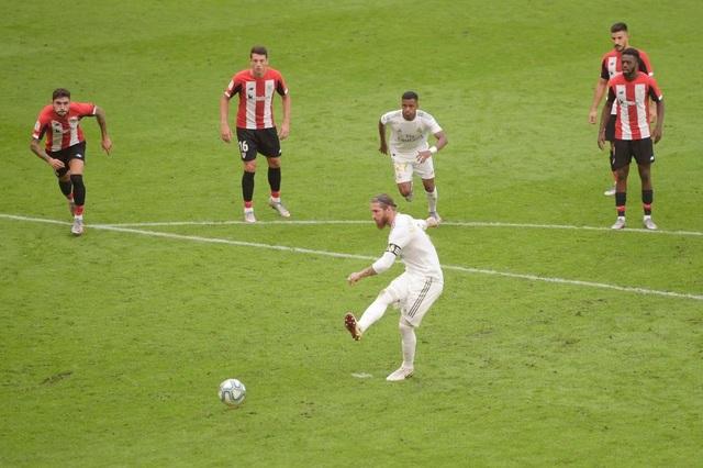 """Tiết lộ bí quyết sút phạt đền """"bách phát bách trúng"""" của Sergio Ramos"""