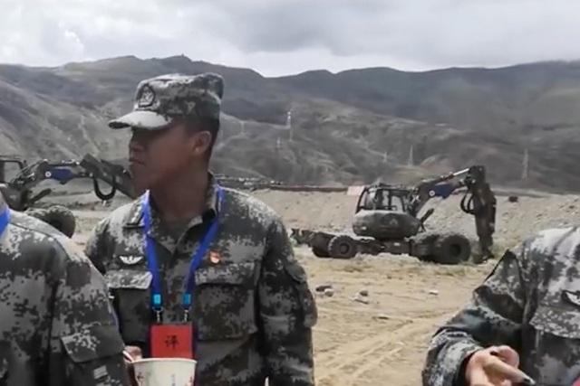 Trung Quốc bị nghi dùng máy xúc đặc biệt xây công trình gần biên giới Ấn Độ - 1