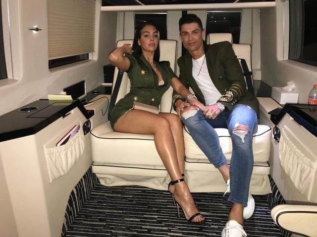 """C.Ronaldo ca ngợi bạn gái là """"người phụ nữ xinh đẹp nhất hành tinh"""" - 4"""