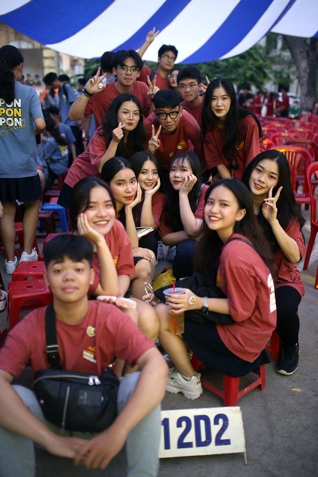 Giọt nước mắt học sinh THPT Việt Đức rơi trong lễ trưởng thành - 2