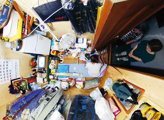 Cơn ác mộng mùa hè trong những nhà hộp diêm ở khu ổ chuột Hàn Quốc - 1