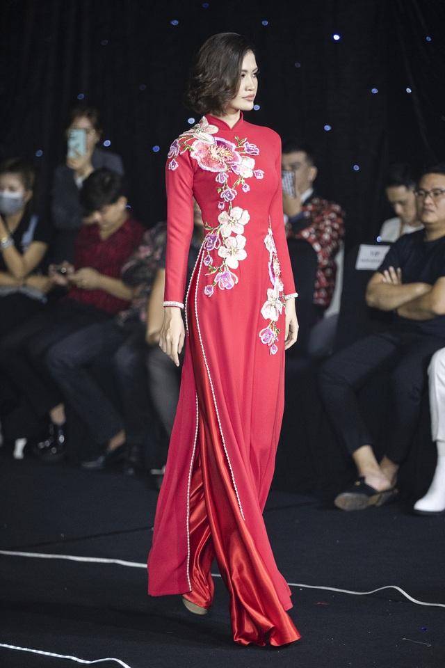 Thúy Diễm, Trương Quỳnh Anh đọ dáng trong vai trò vedette - 6