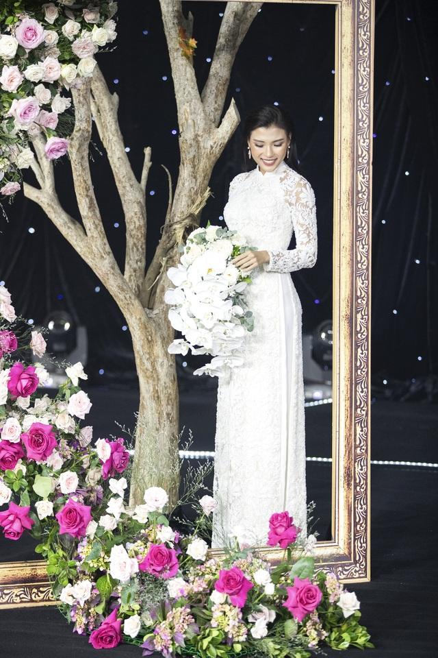 Thúy Diễm, Trương Quỳnh Anh đọ dáng trong vai trò vedette - 4