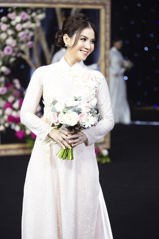 Thúy Diễm, Trương Quỳnh Anh đọ dáng trong vai trò vedette - 5