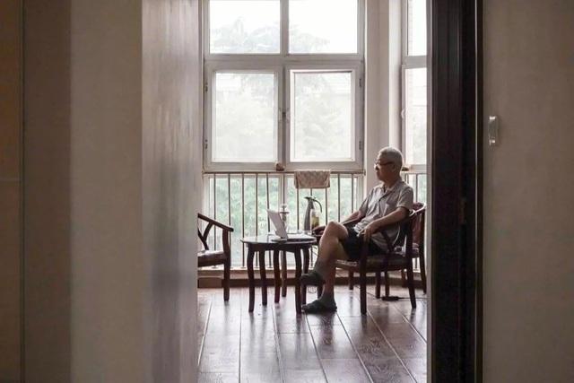 Bỏ phố về quê, 7 cặp vợ chồng già thuê biệt thự sống cùng nhau đến cuối đời - 4