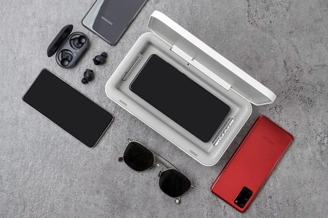 Samsung bán thiết bị khử trùng kiêm sạc không dây cho smartphone - 2