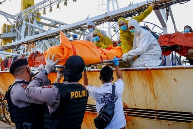 Tìm thấy thi thể đóng băng của thuyền viên Indonesia trên tàu cá Trung Quốc - 1