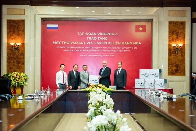 Vingroup trao tặng 1.000 máy thở cho Nga, Ucraina và Singapore - 1