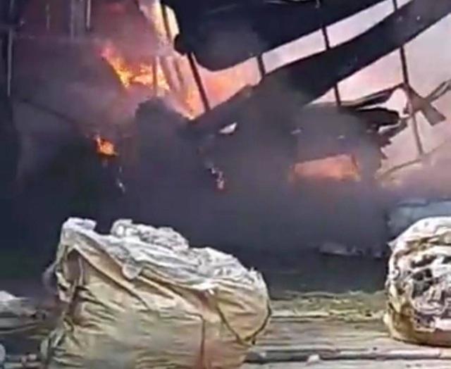 Cháy lớn ở công ty nệm mút rộng 3.000m2 - 2