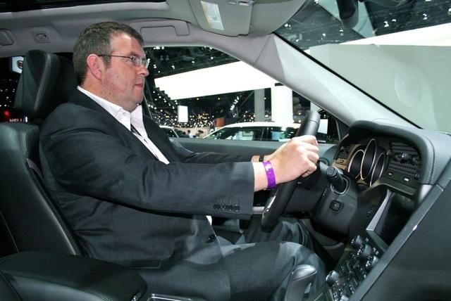 Hướng dẫn cách ngồi đúng tư thế khi lái xe ô tô - 2