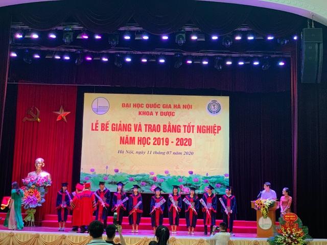 Khoa Y dược ĐH Quốc gia Hà Nội trao bằng cho 90 tân bác sĩ, dược sĩ - 2