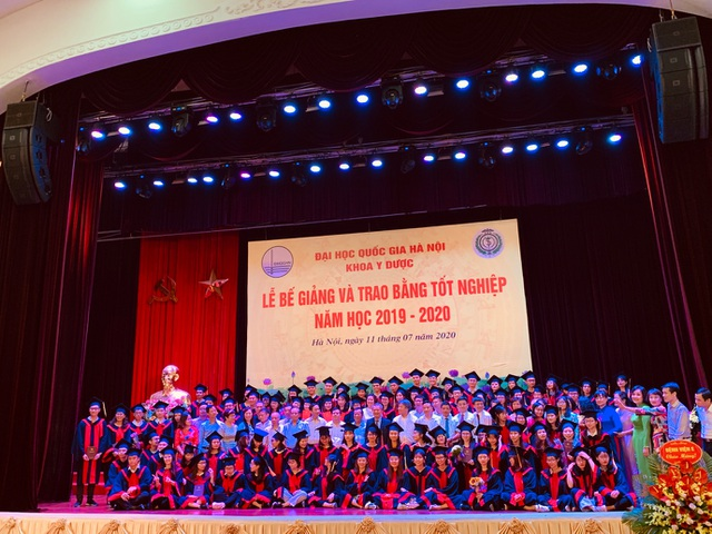 Khoa Y dược ĐH Quốc gia Hà Nội trao bằng cho 90 tân bác sĩ, dược sĩ - 3