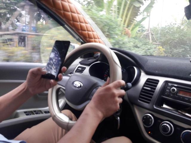 Thói quen xấu của nhiều tài xế Việt khi lái xe - 1