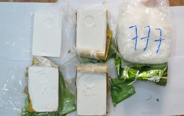 Qua Campuchia vận chuyển 3kg ma túy về Việt Nam, 2 đối tượng bị bắt - 4