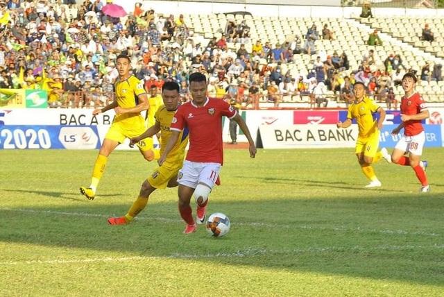 SL Nghệ An bất phân thắng bại với Hồng Lĩnh Hà Tĩnh trên sân Vinh - 3