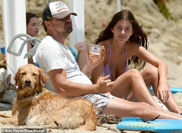 Cuối tuần, Leonardo DiCaprio ra biển cùng bạn gái kém 22 tuổi - 1
