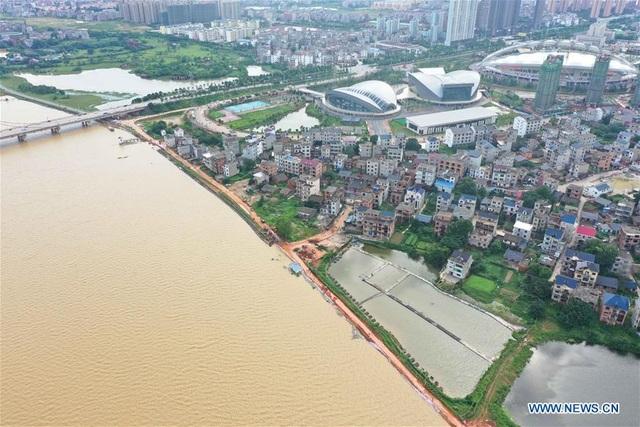 """Sông dài nhất Trung Quốc """"oằn mình"""" vì lũ lụt nghiêm trọng - 5"""