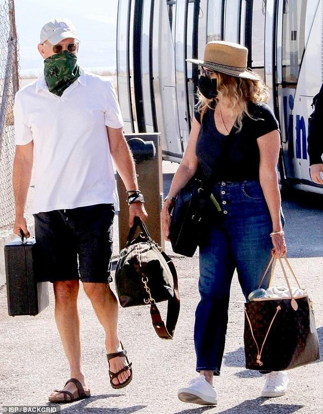 Cuối tuần, Leonardo DiCaprio ra biển cùng bạn gái kém 22 tuổi - 7
