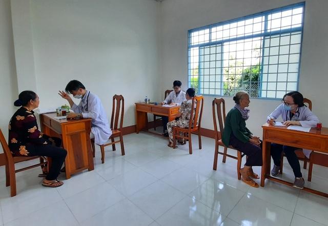 Vĩnh Long: Khám bệnh, phát thuốc miễn phí cho gia đình chính sách - 1
