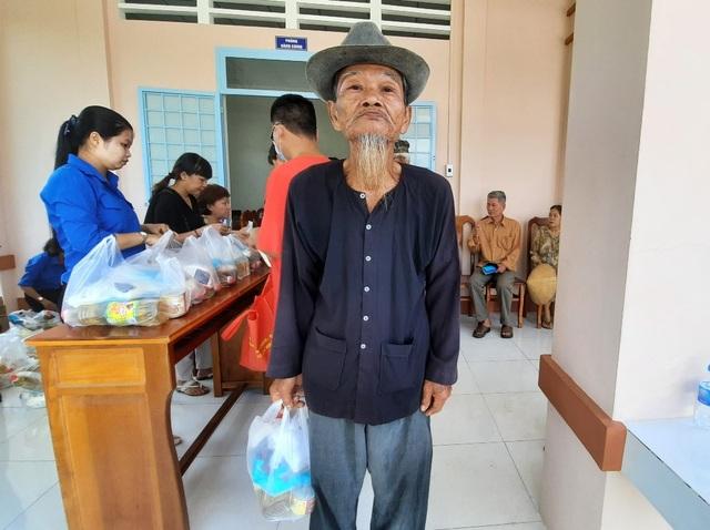 Vĩnh Long: Khám bệnh, phát thuốc miễn phí cho gia đình chính sách - 3