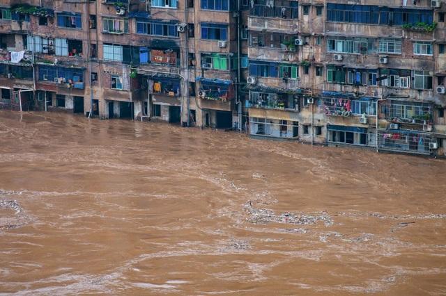 """Sông dài nhất Trung Quốc """"oằn mình"""" vì lũ lụt nghiêm trọng - 3"""