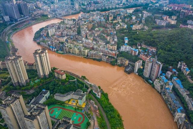 """Sông dài nhất Trung Quốc """"oằn mình"""" vì lũ lụt nghiêm trọng - 2"""