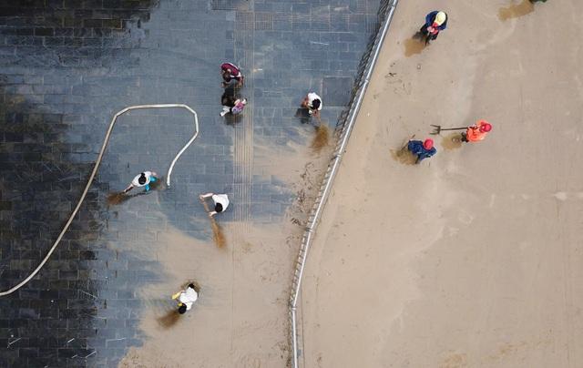 """Sông dài nhất Trung Quốc """"oằn mình"""" vì lũ lụt nghiêm trọng - 11"""