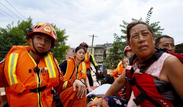 Nhân chứng vụ vỡ đê ở Trung Quốc: Nước ngập đến tầng 2 chỉ trong 30 phút - 1