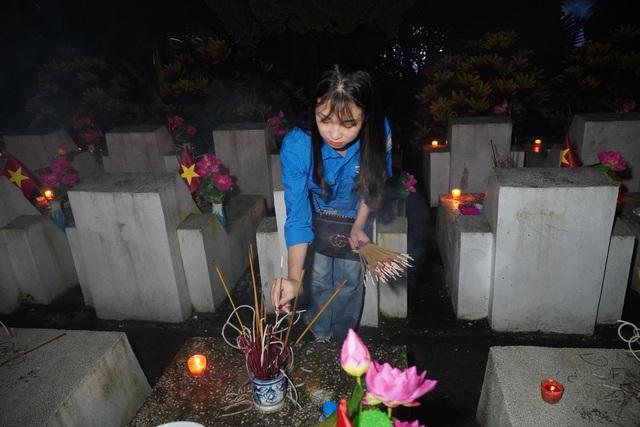 Nghĩa trang Liệt sĩ quốc gia Vị Xuyên rực sáng trong đêm thiêng liêng - 8