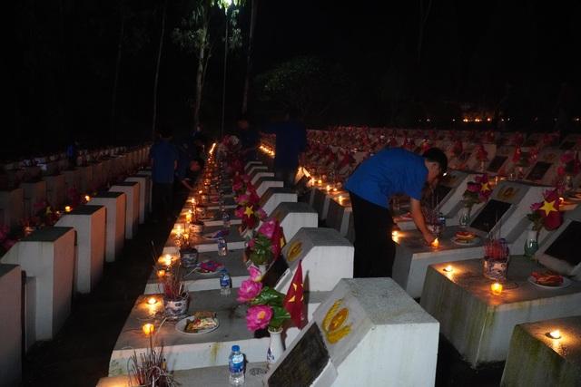 Nghĩa trang Liệt sĩ quốc gia Vị Xuyên rực sáng trong đêm thiêng liêng - 5