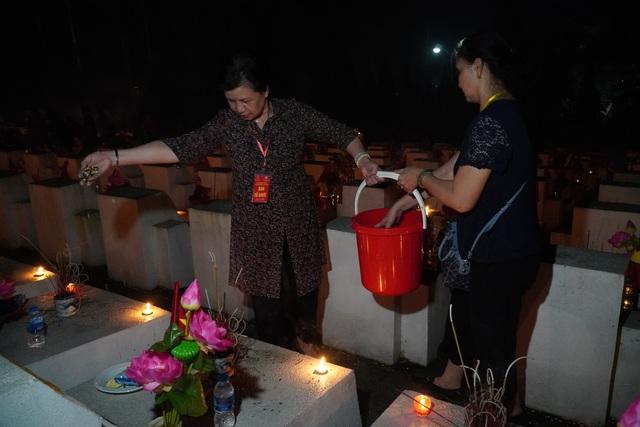 Nghĩa trang Liệt sĩ quốc gia Vị Xuyên rực sáng trong đêm thiêng liêng - 10